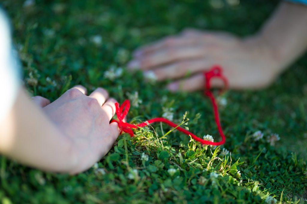 離れられない赤い糸